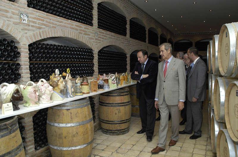 Bodegas Altanza expone una selección de la mayor colección de botijos españoles del mundo
