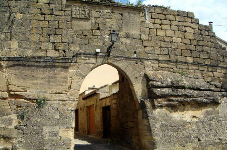 La muralla medieval de Briones luce nueva cara