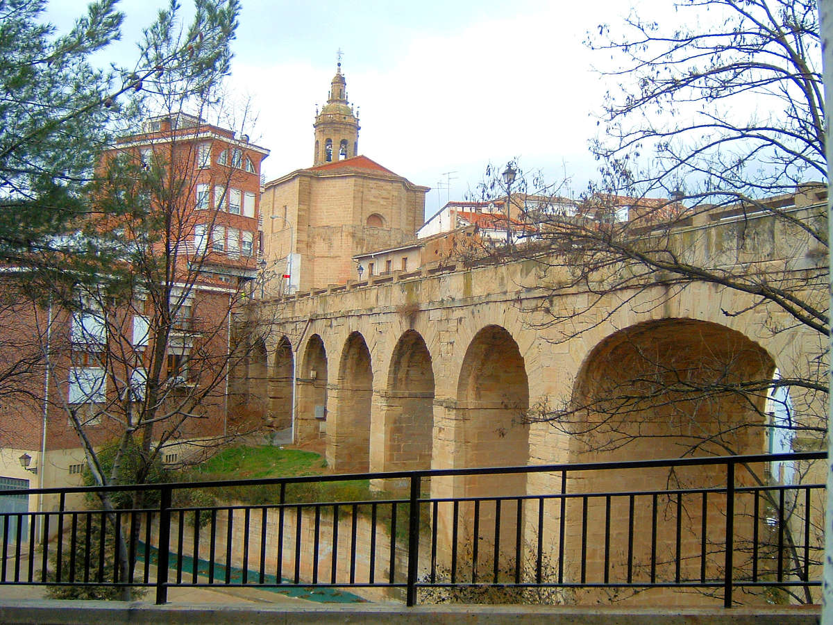 Cenicero, puente de piedra. © José Gallardo