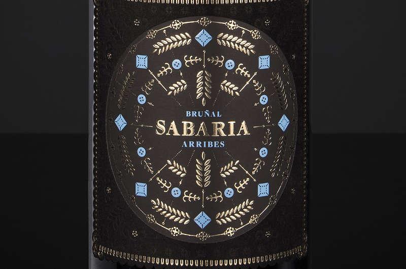La etiqueta del vino Sabaria y Punto, reconocida por los expertos como una de las mejores del mercado